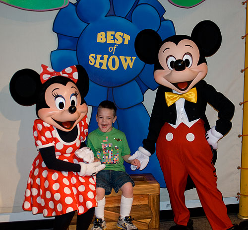 Kyle meets Mickey and Minnie